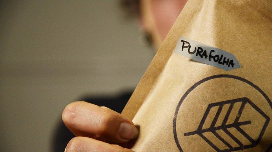imagem mostrando um pacote do nosso blend pura folha mate in box