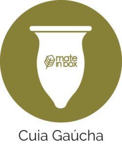 Desenho de uma cuia de chimarrão modelo gaúcha tradicional. Cuia feita de porongo com pescoço. Logo do Mate in Box ao centro