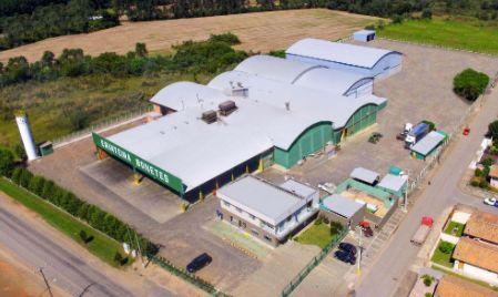 Vista aérea da indústria de erva-mate Bonetes. Cinco galpões para produção e armazenagem de erva-mate para chimarrão e Tereré.