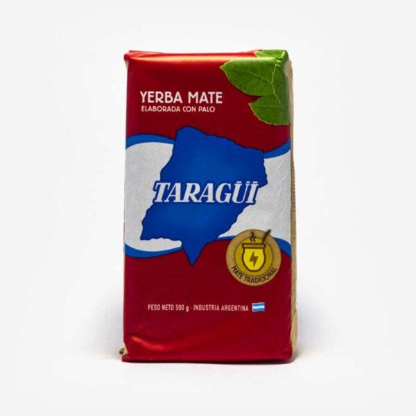 Erva-mate Taragui pacote vermelho com logo em azul em formato do país da argentina com os dizeres Taragui. Folhas de mate desenhada no canto superior direito.