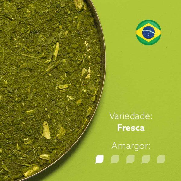 Erva-mate Morandi em recipiente metálico ocupando metade da imagem. Fundo verde claro. Bandeira circular do Brasil no canto superior direito. Em escrito: Variedade - Fresca. Amargor nível 1 de 5.