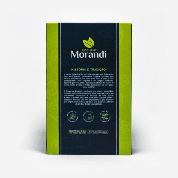 Pacote Morandi de Costas. Faixa azul escura no centro, caixa em verde claro. Em escrito: Erva-mate Morandi, História e tradição. Produção sustentável.