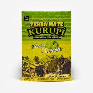 Yerba Mate Kurupi Composta em fundo cinza claro. Pacote verde e amarelo. Imagens de indios em trabalhos manuais ilustrados. Em escrito: Yerba Mate Kurupí composta com menta e limão.