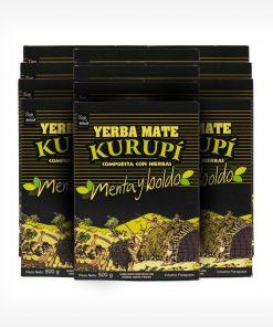 Pacotes de Erva-mate Kurupi Menta e Boldo. Pacote Preto com detalhes em verde claro e amarelo. Em escrito: Yerba Mate Kurupí composta com ervas. Menta e Boldo. 500 gramas.
