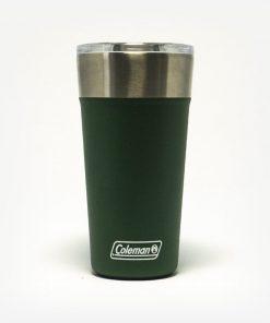 Copo Térmico Coleman Verde em fundo branco. Imagem de frete. Copo com acabamento em inox na parte superior. Com tampa.