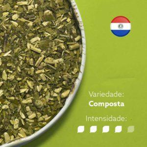 Erva-mate Castelhana tereré composta em recipiente metálico ocupando metade esquerda da imagem. Fundo verde claro e bandeira do Paraguai circular no canto superior direito. Em escrito: Varidade composta com intensidade nível 4 de 5.
