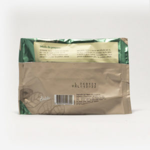 Pacote de chá mate magna em fundo cinza claro de costas. Pacote com tons de marrom com verde. Modo de preparo disponível na descrição do produto.